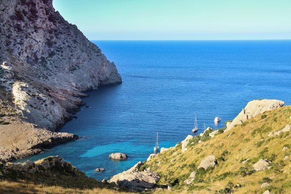 La Cala Figuera, accessible depuis la route qui mène à la pointe du Cap de Formentor à Majorque