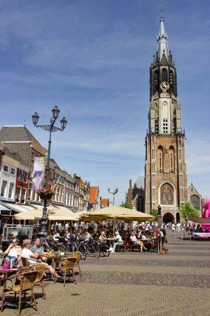 """La place du marché de Delft et sa """"nouvelle église"""""""