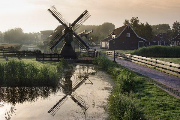 Zaanse Schans éclairé par les premières lueurs du jour