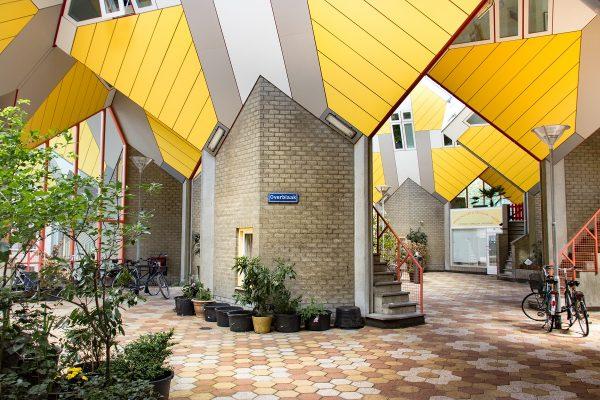 La plateforme d'accès aux maisons cubiques de Rotterdam, ou rue Overblaak