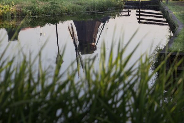 La réflection des moulins dans les canaux de Zaanse Schans