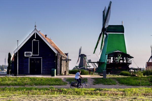 La piste cyclable dans Zaanse Schans
