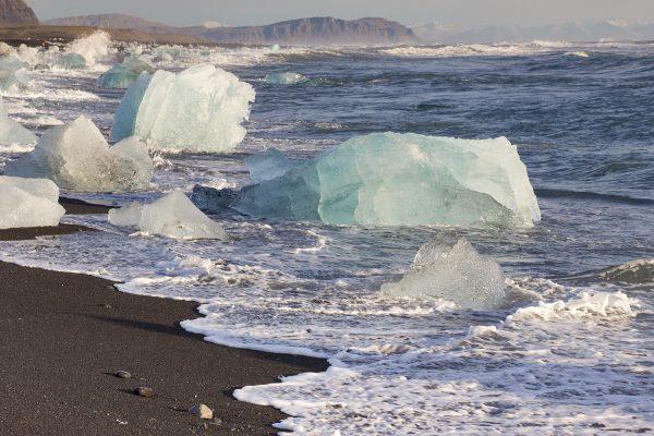 Les blocs de glace qui s'échouent sur la Diamond Beach