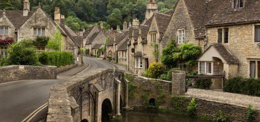 Castle Combe : un village typique des Cotswolds dans le sud de l'Angleterre