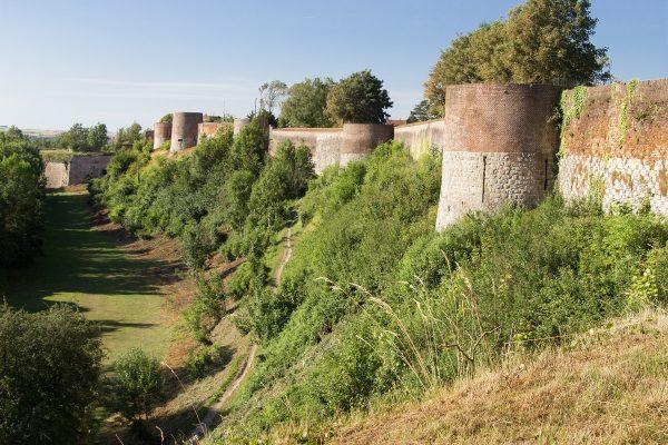 Les remparts qui entourent Montreuil-sur-Mer