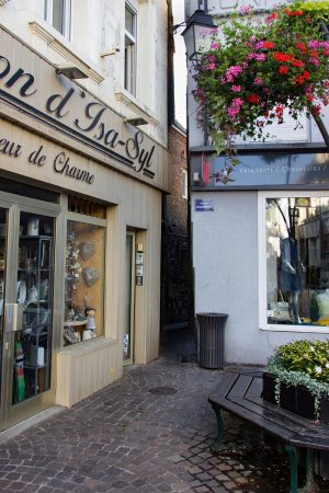 L'accès à la ruelle d'Enguinehaut depuis la rue d'Hérambault à Montreuil sur Mer
