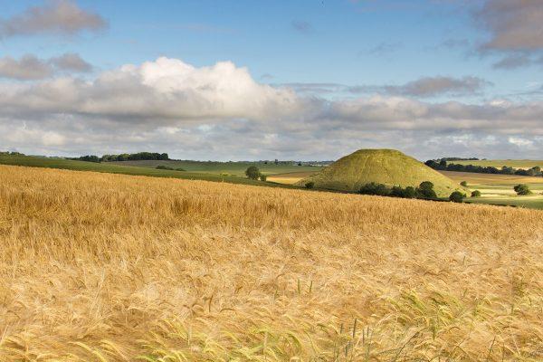 Le tumulus de Silbury Hill juste à côté d'Avebury