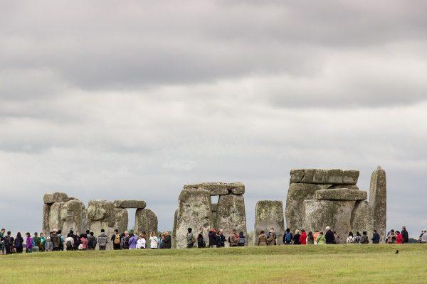 la foule est présente à Stonehenge