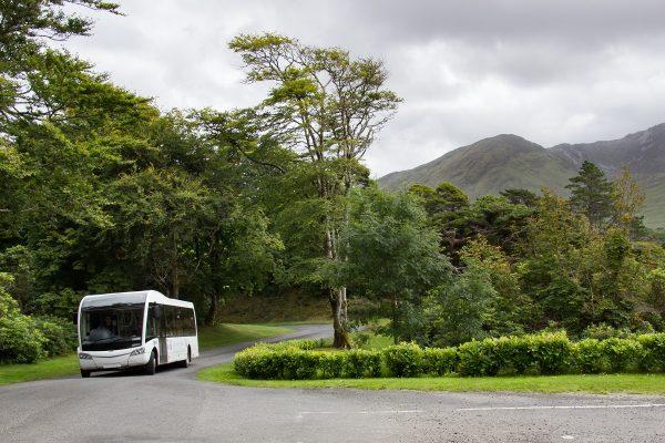 L'accès en mini-bus jusqu'aux jardins de l'abbaye de Kylemore
