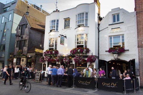 Le centre ville de Brighton et ses pubs