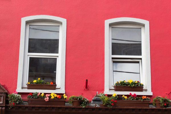 Les façades colorées des maisons dans la ville de Cobh