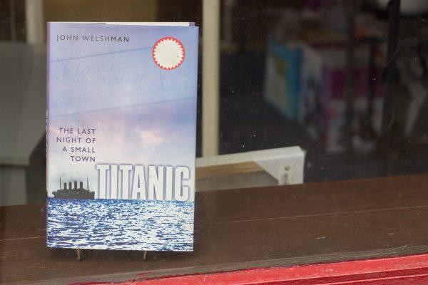 Une vitrine de magasin à Cobh