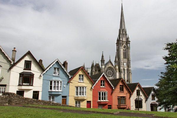 La vue sur Cobh et sa cathédrale depuis le jardin public de la West View