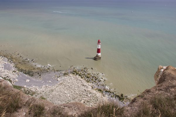 Le phare du Beachy Head Lighthouse, en contre-bas de la falaise