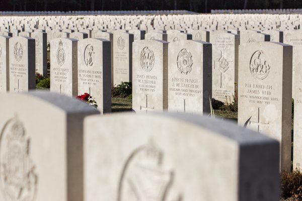 Les tombes du cimetière militaire d'Etaples