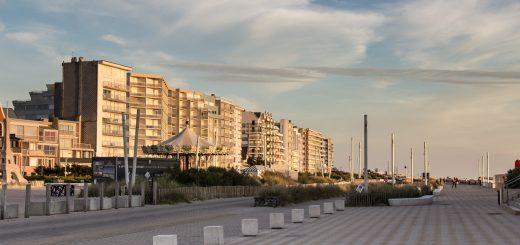 L'esplanade du Touquet éclairée par les couleurs du soleil couchant