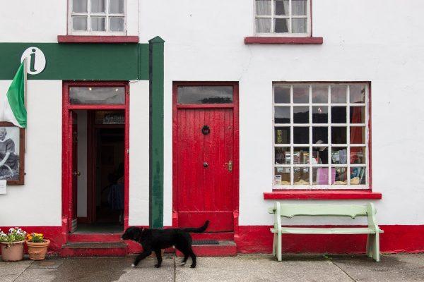 La petite ville de Sneem et ses façades colorées, sur le Ring of Kerry