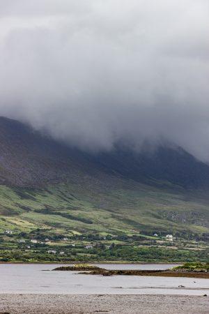 Les sommets de Valentia Island au bord du Ring of Kerry