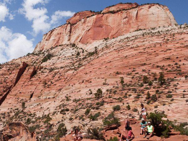 Le Canyon Overview Trail qui mène au point de vue saisissant sur la vallée de Zion