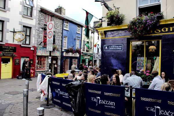 Un bar dans le centre-ville de Galway