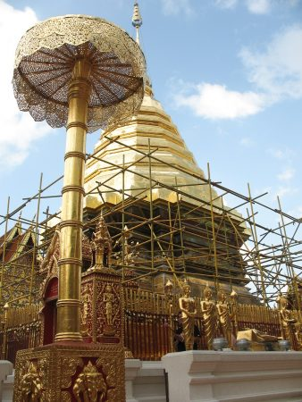 Le chedi doré du temple de Doi Suthep