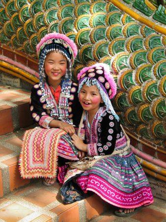 Dans l'escalier du temple Doi Suthep