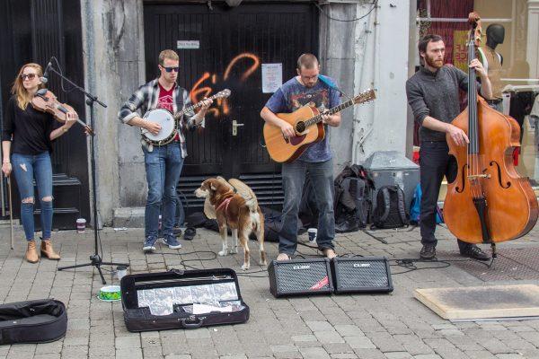 La musique omni-présente dans le centre-ville de Galway
