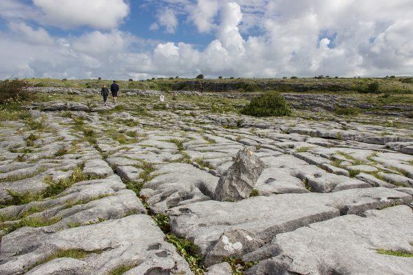 Le sol de la région du Burren composé de pierres