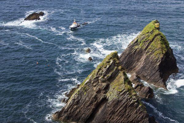 Un ferry faisant la navette entre le Dunquin Harbour et les îles Blasket