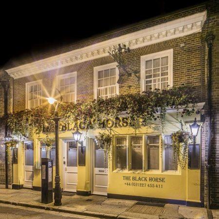 Le Black Horse Inn à Canterbury