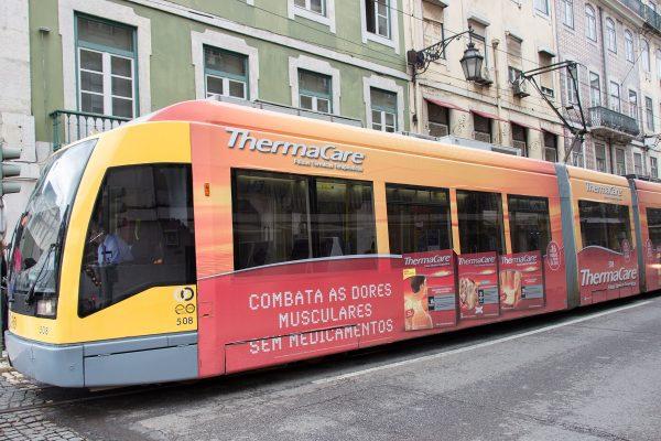 Le tramway de la ligne 15 : moyen le plus courant pour se rendre dans le quartier de Bélem à Lisbonne