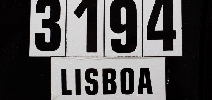 Une plaque de taxi à Lisbonne