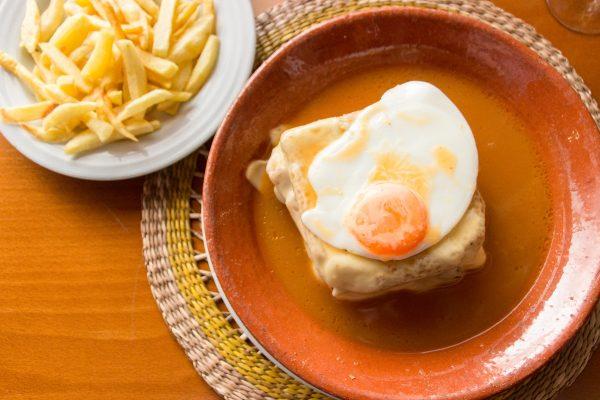 La francesinha : plat typique de Porto