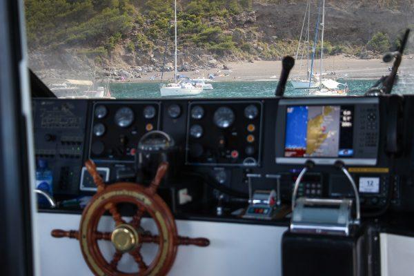 Dans le bateau dans la baie d'Alcudia à Majorque
