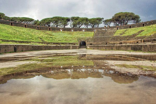 Dans l'amphithéâtre de Pompei