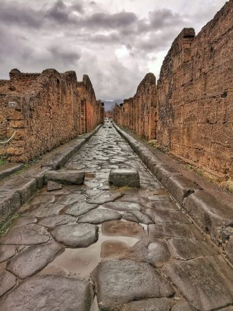 Dans l'une des ruelles de Pompei