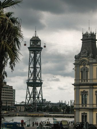 La Torre Jaume de Barcelone et le téléphérique du port
