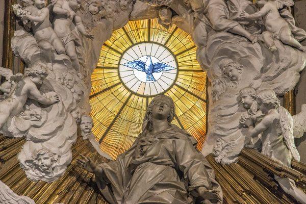 Statue à l'intérieur de la cathédrale de Naples