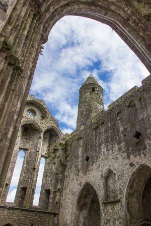 Les ruines de la cathédrale du Rock of Cashel