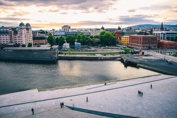 Coucher de soleil sur Oslo depuis l'opéra