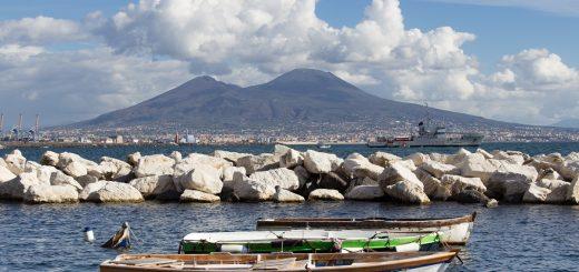 Vue sur le Vésuve depuis la baie de Naples