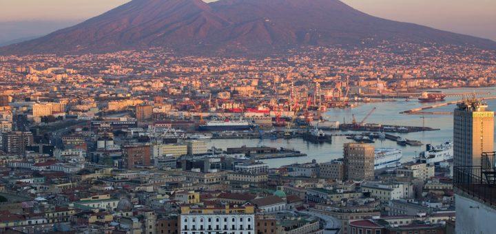 Coucher de soleil sur Naples, vu depuis le belvédère San Martino