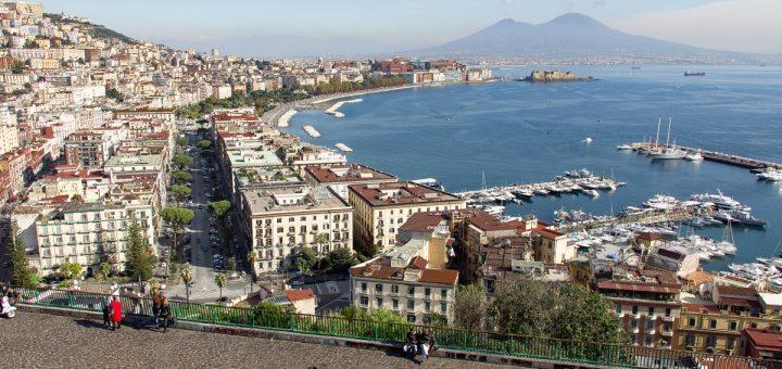 Visiter Naples passe par ses beaux panoramas sur la baie et le Vésuve