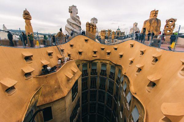 Sur les toits de la Casa Mila à Barcelone