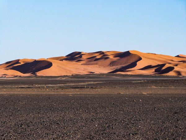 Accès à l'erg Chebbi : les dunes de Merzouga