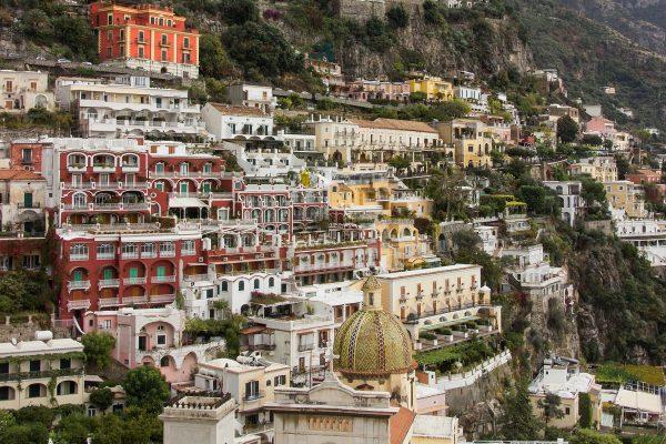 Visiter Positano et ses bâtiments colorés