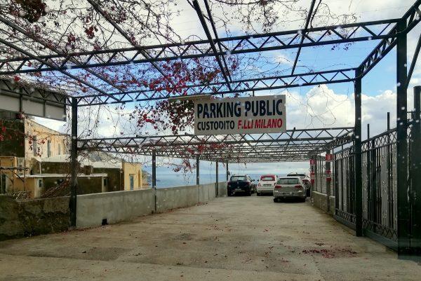 Un parking dans Positano