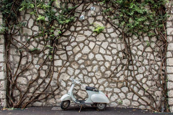 Scooter garé dans Positano