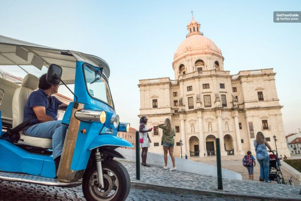 Faire du tuk-tuk à Lisbonne