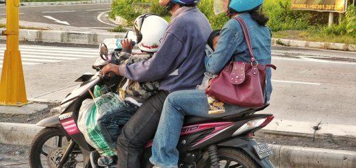 A 4 sur un scooter à Bali